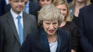 رئيسة حزب المحافظين الجديدة تيريزا ماي تتحدث مع صحفيين في لندن، 11 يوليو 2016 (CHRIS RATCLIFFE / AFP)