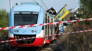 صورة تظهر حطام قطار بعد اصطدام مباشر بين قطارين في جنوب إيطاليا، 12 يوليو 2016 (MARIO LAPORTA / AFP)