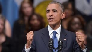 الرئيس الأمريكي باراك أوباما خلال إلقائه كلمة في مراسم تأبين لضحايا هجوم إطلاق النار ضد عناصر الشرطة في دالاس في مركز 'اتش ميرسون سيمفوني'، 12 يوليو، 2016 في دالاس، تكساس. (AFP / Mandel NGAN)