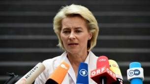 وزيرة الدفاع الألمانية وزيرة الدفاع اورسولا فون دير ليين خلال مؤتمر صحفي في برلين، 13 يوليو 2016 (JOHN MACDOUGALL / AFP)