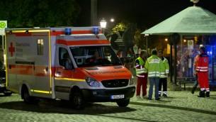 سيارة اسعاف بالقرب من ساحة تفجير انتحاري في مبدينة انسباخ في جنوب المانيا، 24 يوليو 2016 (DANIEL KARMANN / DPA / AFP)