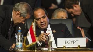 الرئيس المصري عبد الفتاح السيسي، خلال مؤتمر افريقي في شرم الشيخ، 10 يونيو 2015 (AFP PHOTO / KHALED DESOUKI)