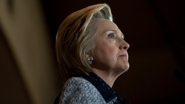 المرشحة الديمقراطية للرئاسة هيلاري كلينتون تتحدث أمام مناصريها في قاعة 'انترناشيونال بروذرهود أوف إلكتريك ووركرز' الثلاثاء، 14 يونيو، 2016 في بيتسبورغ، بينسلفانيا. (Jeff Swensen/Getty Images/AFP)