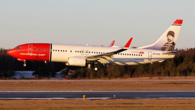 طائرة بوينغ من طراز '737-8JP' تابعة للخطوط الجوية النوريجية في مطار 'أرلاندا' في ستوكهولم. (Wikipedia/Igor Dvurekov/CC BY-SA 3.0)