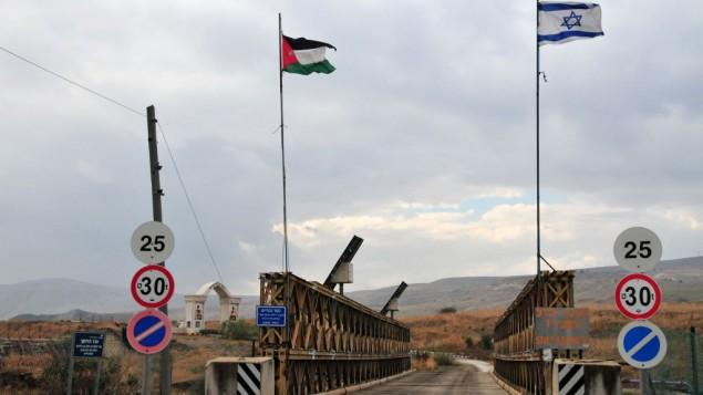 معبر جسر ألنبي بين الأردن وإسرائيل. (Shay Levy/Flash90)