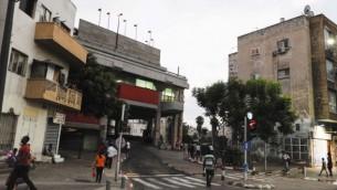 صورة توضيحية لمحطة الحافلات المركزية جنوب تل أبيب. (Zuzana Janku/Flash90/File)