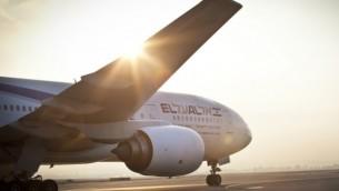"""صورة توضيحية لطائرة تابعة لشركة """"إل عال"""" على المدرج. (Moshe Shai/Flash90)"""