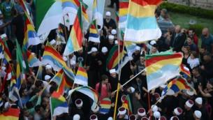 دروز من قرية مجدل شمس يشاركون في تظاهرة تضامنية مع أخوانهم الدروز في سوريا في شمال إسرائيل، 15 يونيو، 2015. (Jule Gamal/Flash90)