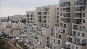 وحدات سكنية في حي غيلو في القدس الشرقية، 17 ديسمبر، 2015. (Lior Mizrahi/Flash90)