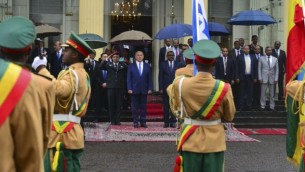 رئيس الوزراء بينيامين نتنياهو يلتقي برئيس وزراء إثيوبيا، هايله مريم ديساليغنه، في العاصمة الإثيوبية أديس أبابا، 7 يوليو، 2016. (Kobi Gideon/GPO)