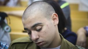 الرقيب إيلور عزاريا، الذي أطلق النار على منفذ هجوم فلسطيني عاجز، في قاعة المحكمة العسكرية في يافا، 11 يوليو، 2016. (Flash90)