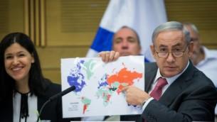 رئيس الوزراء بينيامين نتنياهو (من اليمين) يحضر جلسة للجنة شؤون مراقبة الدولة في الكنيست في القدس، 25 يوليو، 2016. (Yonatan Sindel/Flash90)