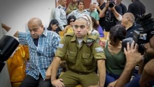 الرقيب إيلور عزاريا، جندي إسرائيلي مُتهم بقتل منفذ هجوم فلسطيني منزوع السلاح في الخليل، خلال جلسة في قاعة  المحكمة العسكرية في يافا، 26 يوليو، 2016. (Flash90)
