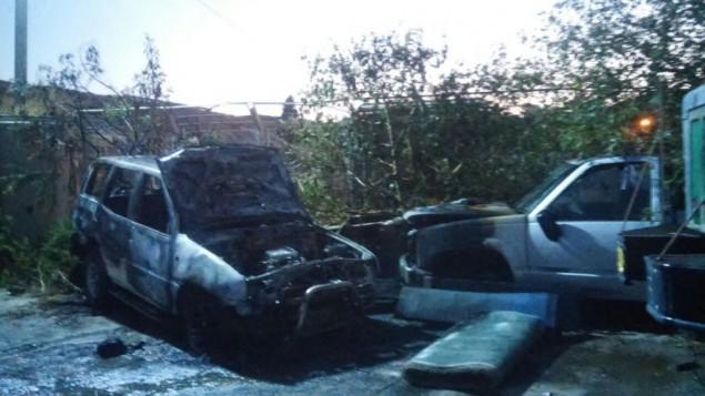 سيارات احرقها ارهابيون يهود مشتبهون في بلدة يافة الناصرة، 10 يونيو 2016 (Israel Police)