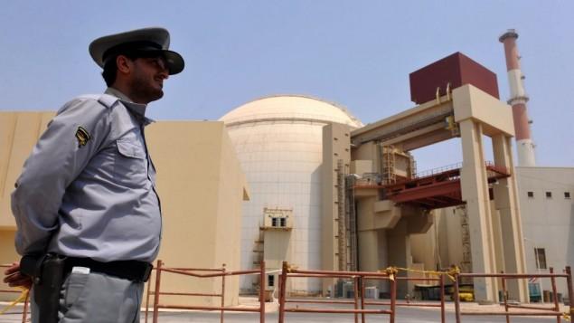 صورة لمبنى مفاعل في محطة الطاقة النووية التي بنتها روسيا في بوشهر، جنوبي إيران، مع تحميل الكمية الأولى من الوقود، 21 أغسطس، 2010. (Iran International Photo Agency via Getty Images/via JTA)