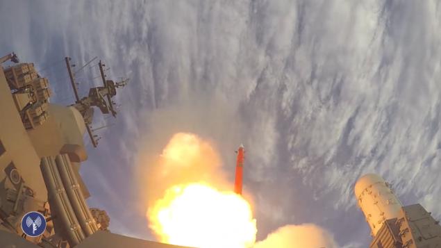 صورة توضيحية: البحرية الإسرائيلية تطلق منظومة الدفاع الصاروخي الجديدة 'باراك 8' في نوفمبر 26، 2015. (لقطة شاشة: وحدة المتحدث بإسم الجيش الإسرائيلي)