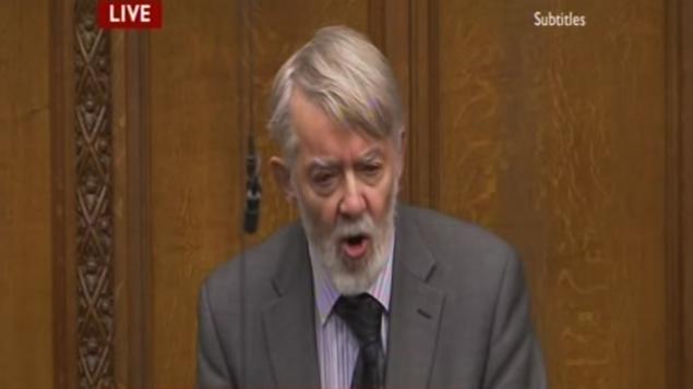 """عضو البرلمان عن حزب """"العمال"""" بول فلين خلال خطاب أمام مجلس العموم في 2010. (لقطة شاشة: YouTube)"""