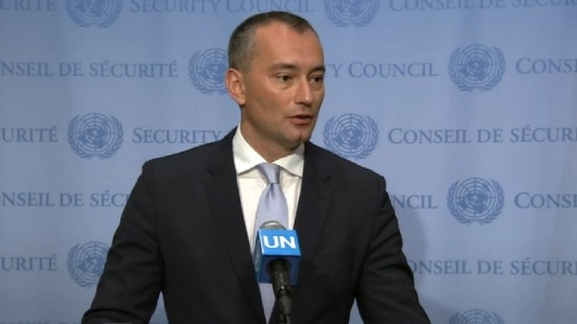 منسق الأمم المتحدة الخاص لعملية السلام في الشرق الأوسط، نيكولاي ملادينوف، يتحدث إلى الصحافيين في مقر الأمم المتحدة في نيويورك، 30 يونيو، 2016. (لقطة شاشة: الأمم المتحدة)
