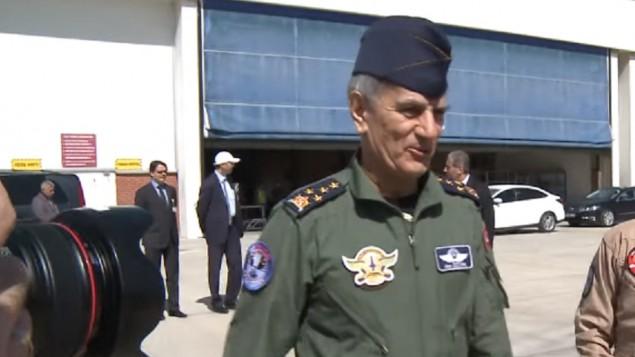 قائد سلاح الجو المتقاعد آكين أوزتورك، صورة من الأرشيف (لقطة شاشة من YouTube)