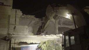 قوات الامن تهدم منزل الفلسطيني بلال ابو زيد المتهم بالمساعدة في هجوم نتج بمقتل شرطية حدود. قباطية، 18 يوليو 2016 (IDF spokesperson)