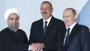 الرئيس الروسي فلاديمير بوتين، رئيس اذربيجان الهام علييف والرئيس الإيراني حسن روحاني خلال لقائهم في باكو، اذربيجان، 8 اغسطس 2016 (ALEXANDER ZEMLIANICHENKO / POOL / AFP)