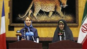 نائبة الرئيس الإيراني المكلفة البيئة معصومة ابتكار ووزيرة البيئة الفرنسية سيغولين روايال خلال مؤتمر صحفي مشترك في طهران، 28 اغسطس 2016 (ATTA KENARE / AFP)