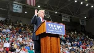 المرشح الجمهوري للرئاسة الامريكية دونالد ترامب خلال خطاب في ولاية كارولاينا الشمالية، 9 اغسطس 2016 (Sara D. Davis/Getty Images/AFP)
