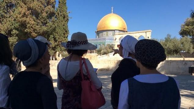 اعضاء نساء لاجلالهيكل بزيارة للحرم القدسي-جبل الهيكل (Facebook photo)