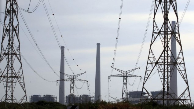 محطة توليد كهرباء تابعة لشركة الكهرباء الإسرائيلية في مدينة الخضرة الساحلية (Yossi Zamir/Flash90)