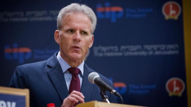 مايكل أورن خلال مشاركته في مناظرة سياسية في الجامعة العبرية في القدس. (Miriam Alster/FLASH90)