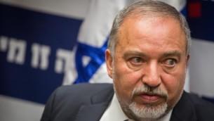 وزير الدفاع أفيغدور ليبرمان خلال كلمة له في جلسة لفصيل 'إسرائيل بيتنا' في الكنيست، 6 يونيو، 2016. (Hadas Parush/Flash90)