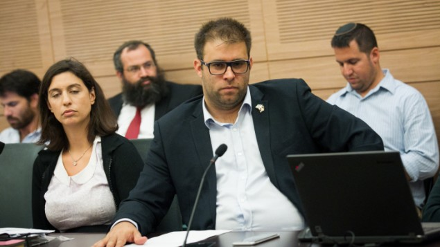 عضو الكنيست من حزب الليكود اورن حزان خلال لقاء في الكنيت، 20 يونيو 2016 (Miriam Alster/Flash90)