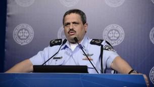 مفوض الشرطة الإسرائيلية روني الشيخ يتحدث في تل ابيب، 30 اغسطس 2016 (Tomer Neuberg/Flash90)