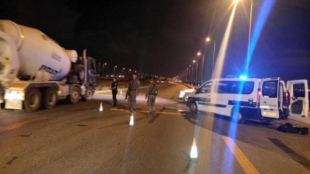 الشرطة الإسرائيلية تقيم حاجز امني في شوارع جنوب اسرائيل، 24 اغسطس 2016 (Police spokesperson)