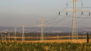 صورة توضيحية لخطوط كهرباء. (Nati Shohat/Flash90, File)