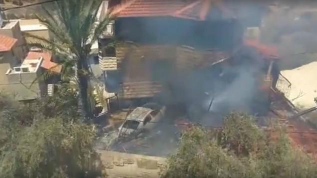 طائرة بدون طيار تابعة لشركة صناعة الفضاء والطيران الإسرائيلية سقطت داخل منزل في بلدة زلفة، في وادي عارة، 9 اغسطس 2016 (screen capture: YouTube)