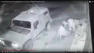 صورة شاشاة من فيديو يظهر جنود اسرائيليين يلقون قنبلة دخان على شبان فلسطينيين في رام الله لارعابهم بدون سبب (screen capture: YouTube)