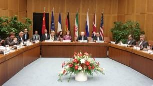 اجتماع خلال المحادثات بين مجموعة 5+1 مع إيران في مقر الأمم المتحدة في فيينا، 3 يوليو، 2014. (AFP/Joe Klamar)