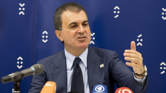 الوزير التركي للشؤون الاوروبية عمر جليك خلال مؤتمر صحفي في سلوفاكيا، 3 سبتمبر 2016 (JOE KLAMAR / AFP)