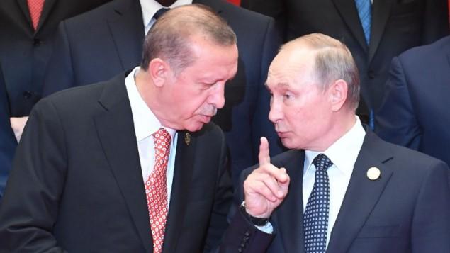 الرئيس الروسي فلاديمير بوتين ونظيره التركي رجب طيب اردوغان خلال افتتاح قمة مجموعة العشرين في هانجتشو، شرق الصين، 4 سبتمبر 2016 (GREG BAKER / AFP)