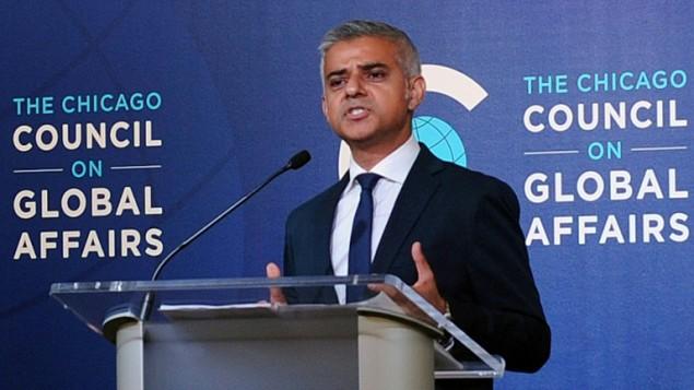 رئيس بلدية لندن صادق خان يتحدث مجلس الشؤون الدولية في شيكاغو، 15 سبتمبر 2016 (NOVA SAFO / AFP)