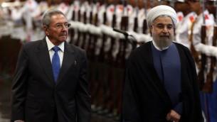 الرئيس الكوبي راوول كاسترو يرحب بالرئيس الايراني حسن روحاني في كوبا، 19 سبتمبر 2016 (POOL / ALEJANDRO ERNESTO / AFP)