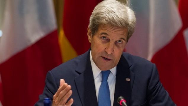 وزير الخارجية الأمريكي جون كيري يلقي بكلمة إفتتاحية خلال إجتماع وزاري في جامعة 'تافتس' في مدفور بولاية ماساتشوستس، 24 سبتمبر، 2016. (AFP/Matthew Healey)