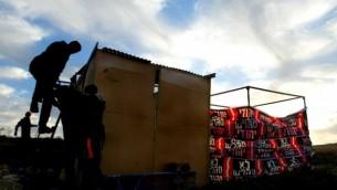 بناء بؤرة إستيطانية بالقرب من مستوطنة إلعازار. (Olivier Fitoussi /Flash90)