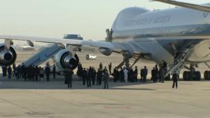 طائرة اير فورس وان تهبط في اسرائيل، 30 سبتمبر 2016 (screen capture: livestream/GPO)