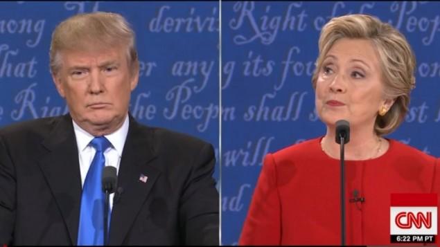 دونالد ترامب وهيلاري كلينتون خلال المناظرة الرئاسية في 26 سبتمبر، 2016. (لقطة شاشة من CNN)