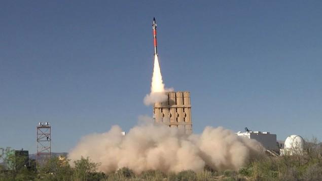 صاروخ 'تامير' تم إطلاقه من بطارية الدفاع الصاروخي 'القبة الحديدية' خلال تجربة في الولايات المتحدة في أبريل، 2016. (Rafael Advanced Defense Systems)