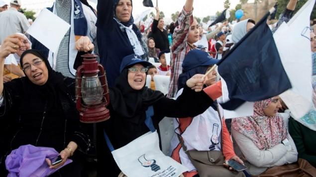 داعمو حزب العدالة والتنمية المغربي الحاكم قبل الانتخابات التشريعية، 6 اكتوبر 2016 (AFP PHOTO / FADEL SENNA)