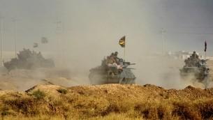 القوات العراقية تنتشر في منطقة الشورة، على بعد حوالي 45 كيلومترا من الموصل، مع تقدمها باتجاه المدينة لإستعادتها من تنظيم 'الدولة الإسلامية'، 17 أكتوبر، 2016. ( AFP PHOTO / AHMAD AL-RUBAYE)