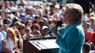 المرشحة الديمقراطية للرئاسة الامريكية خلال خطاب في فلوريدا، 27 اكتوبر 2016 (ROBYN BECK / AFP)